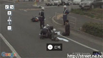 事故の瞬間、救助する人 ストリートビュー